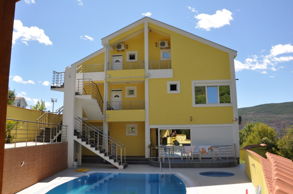 Great Villa with 2 pools for family