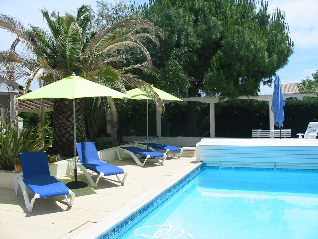 T2 dans villa avec piscine