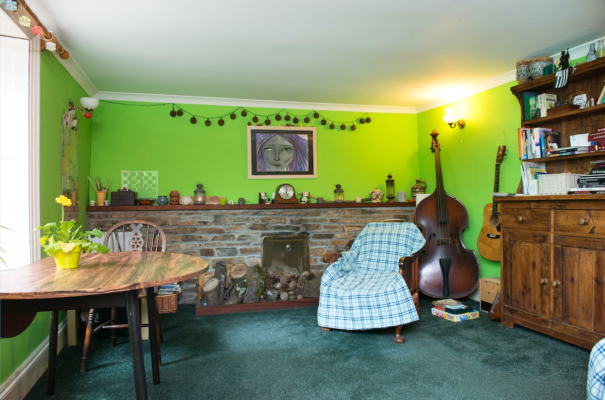 Vegan Coastal Retreat En-Suite Room