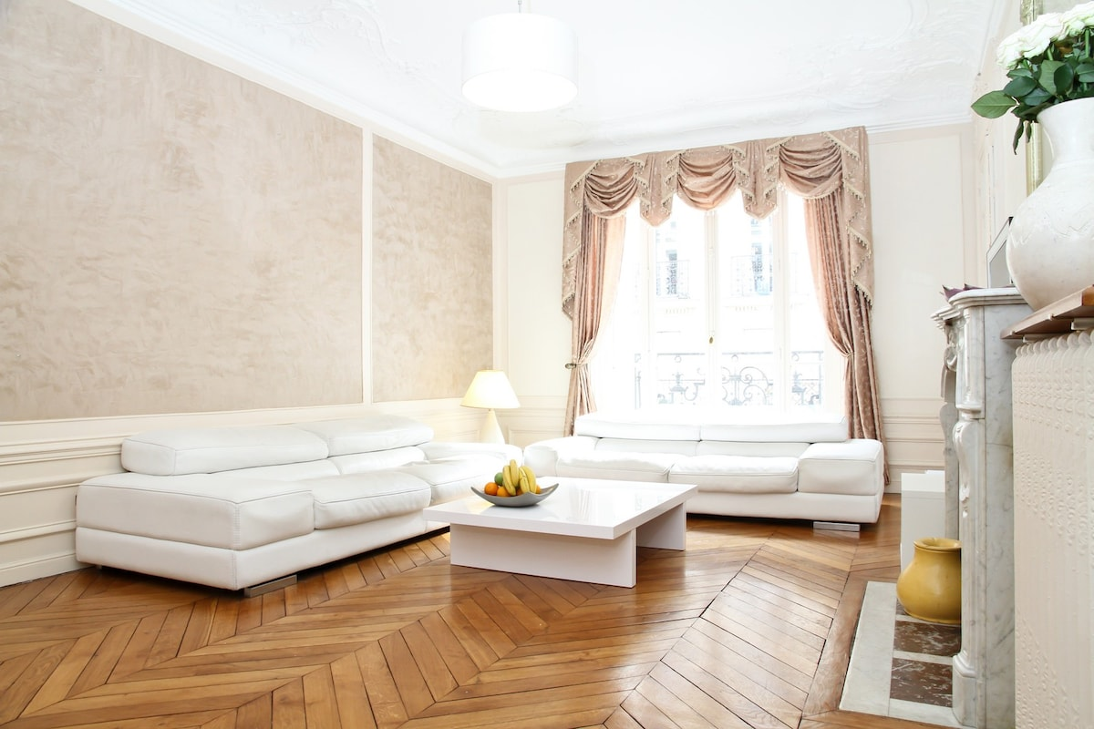 Elegant and Sunny Living Room