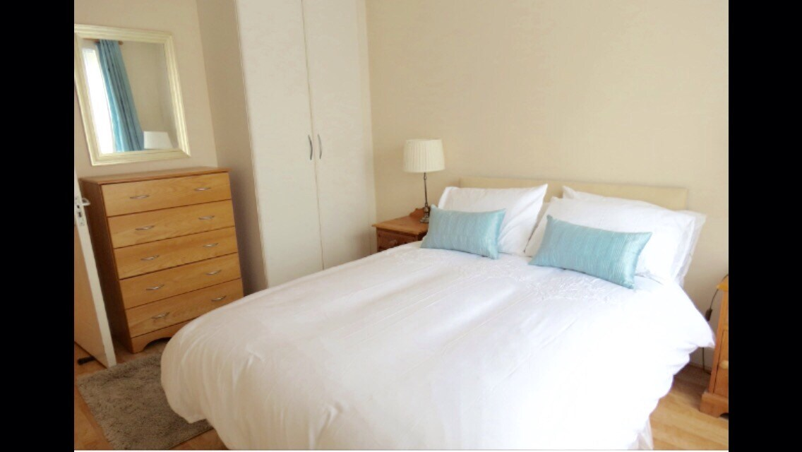 NICE DOUBLE BEDROOM-TRINITY COLLEGE
