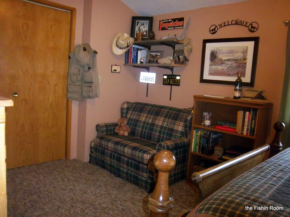 The Fishing Room has a queen four poster bed with a love seat that is a twin hide a bed...