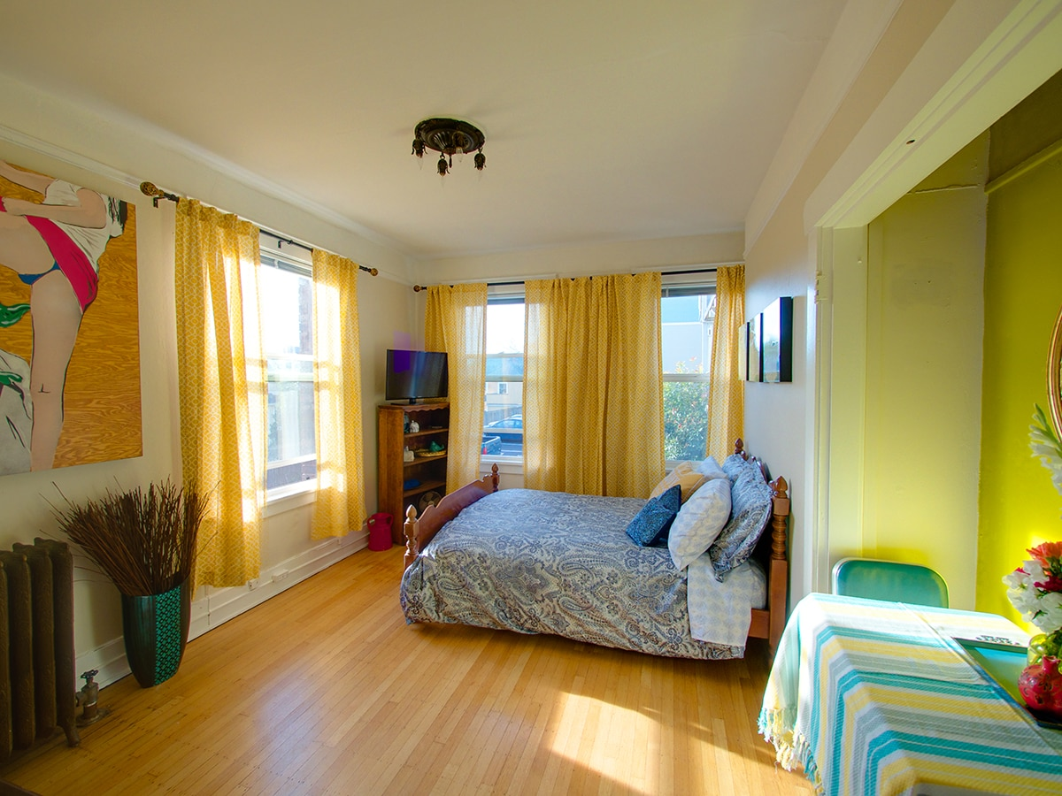 Bright Studio in Heart of Cap Hill!