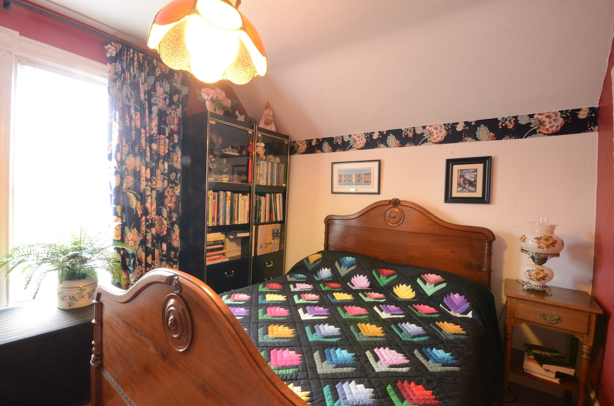 Double room with handmade Mennonite quilt
