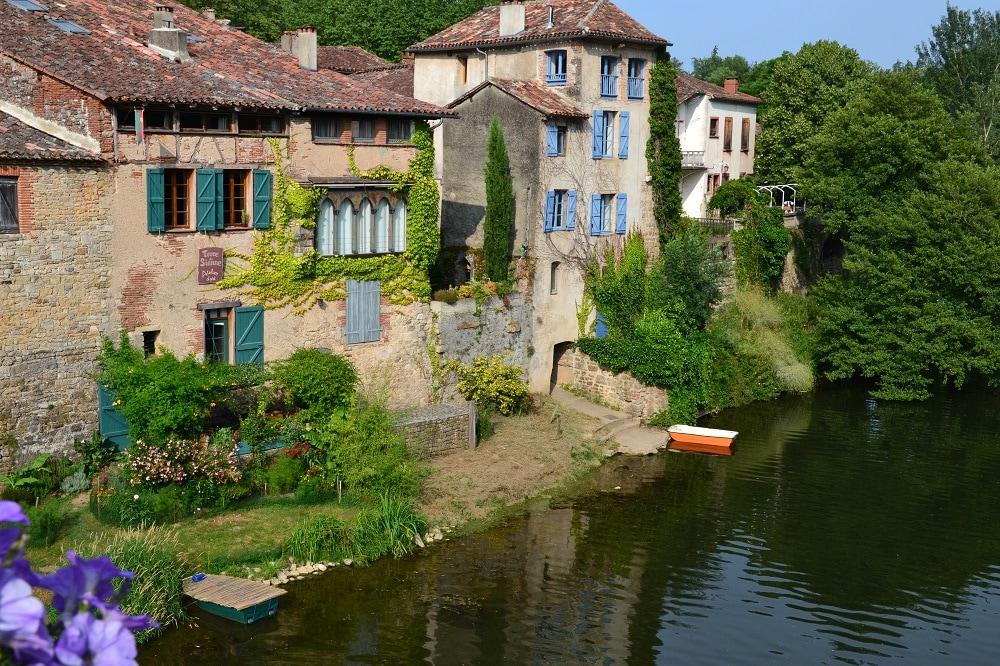 maison médiévale en bord de rivière