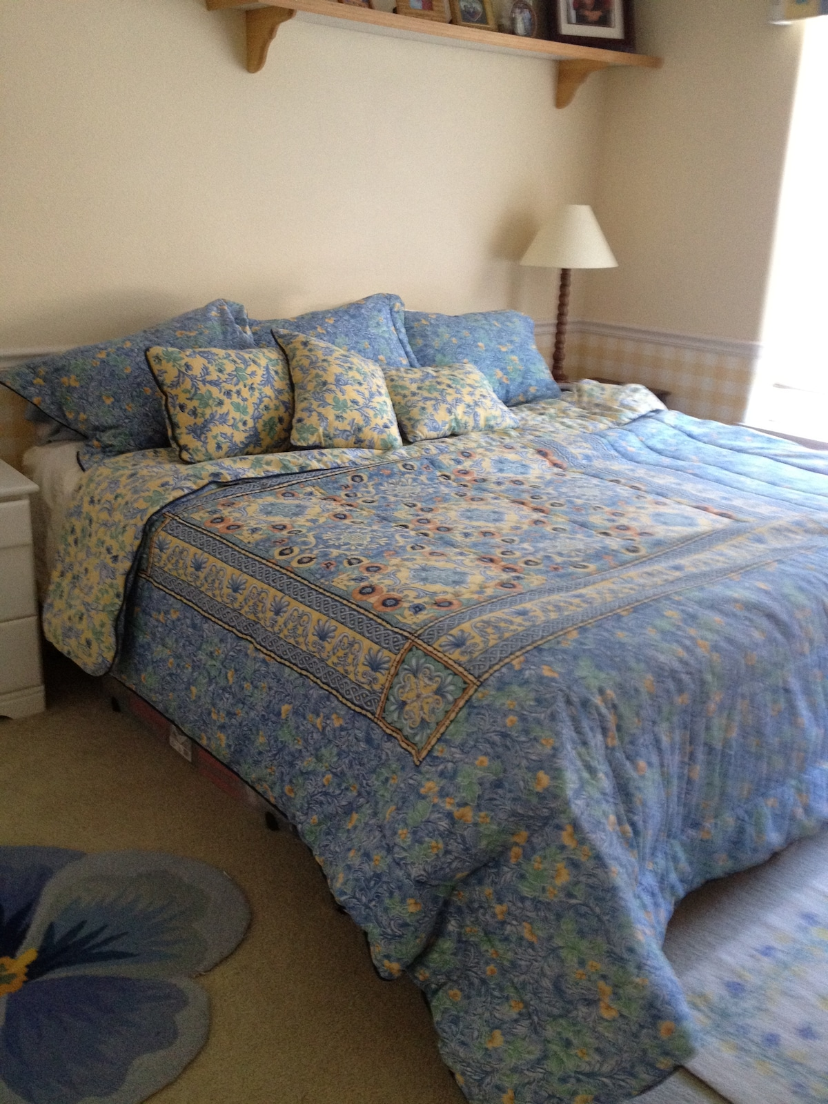 king size bed with feather/down pillow options.  Electric blanket also available.