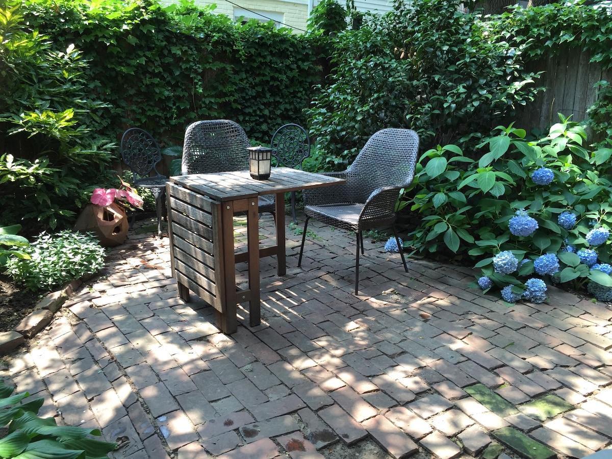 Garden retreat in funky S. Philly