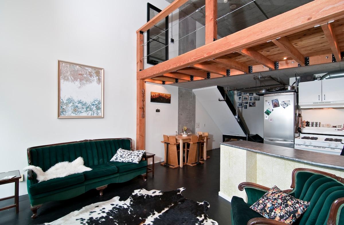 Beautiful Loft in Historic Gastown