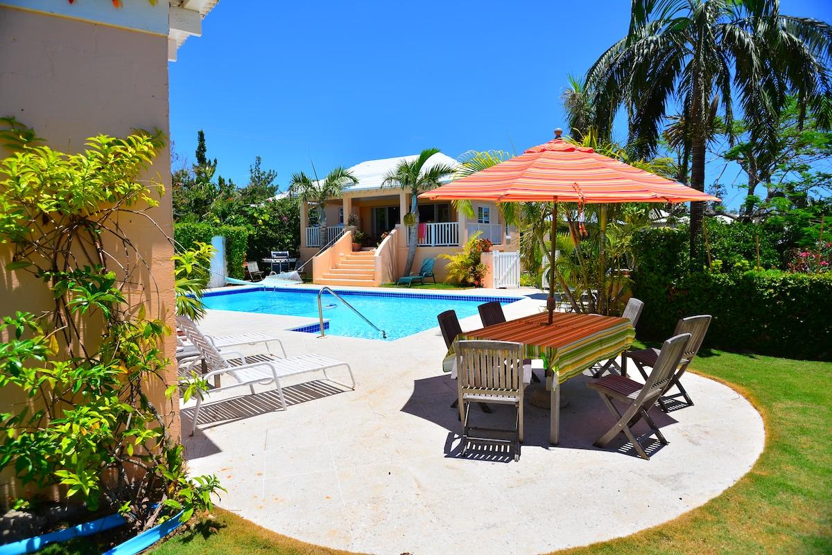 Natalia Pool Cottage: outside pool area