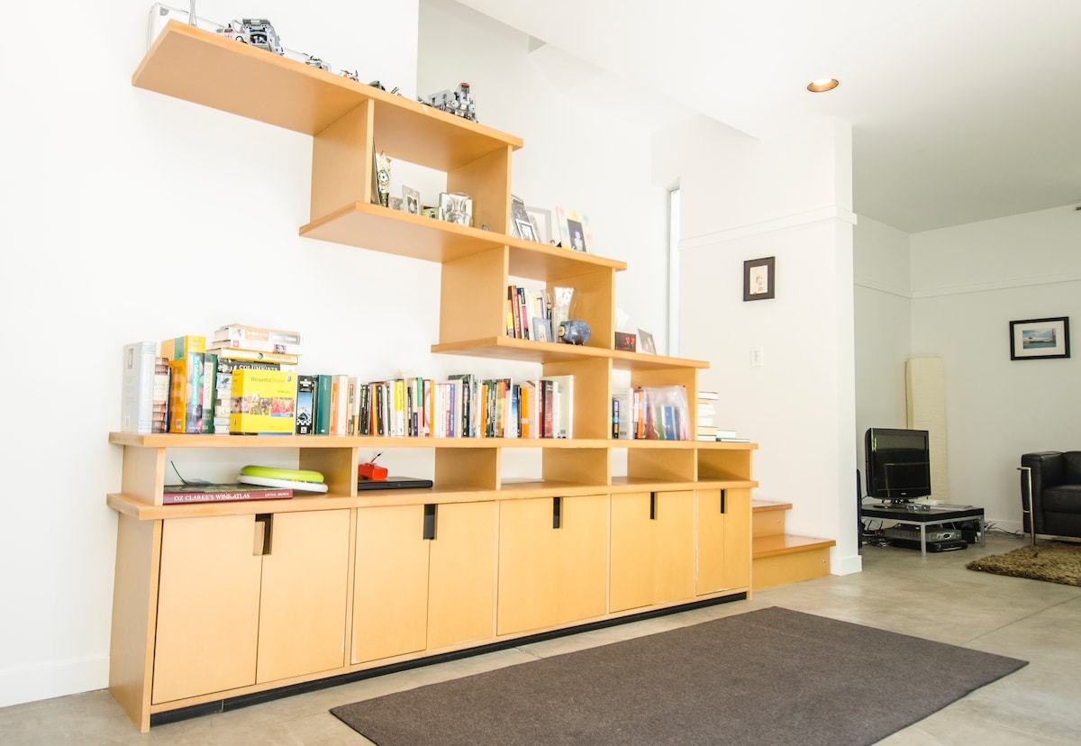 Modern 2 bed apt in capitol hill