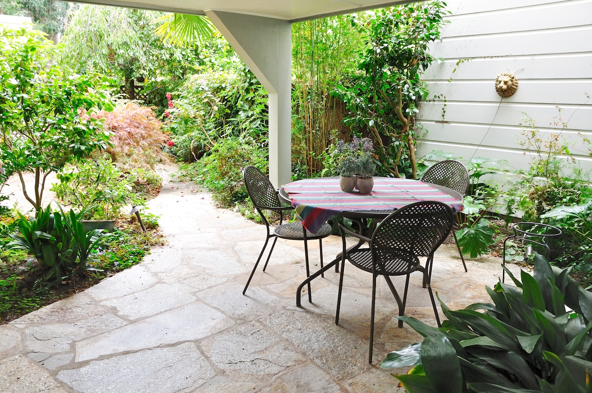 Landscaped garden with eating area