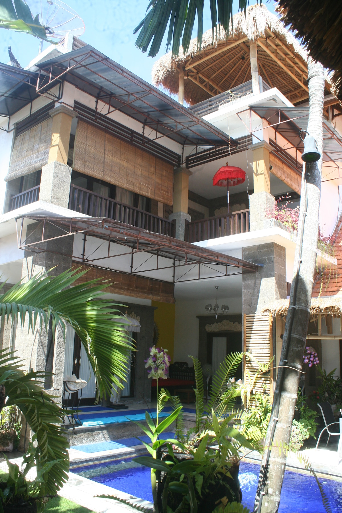 LARGE  VILLA showing 3 levels of Entertainment and relaxation spaces