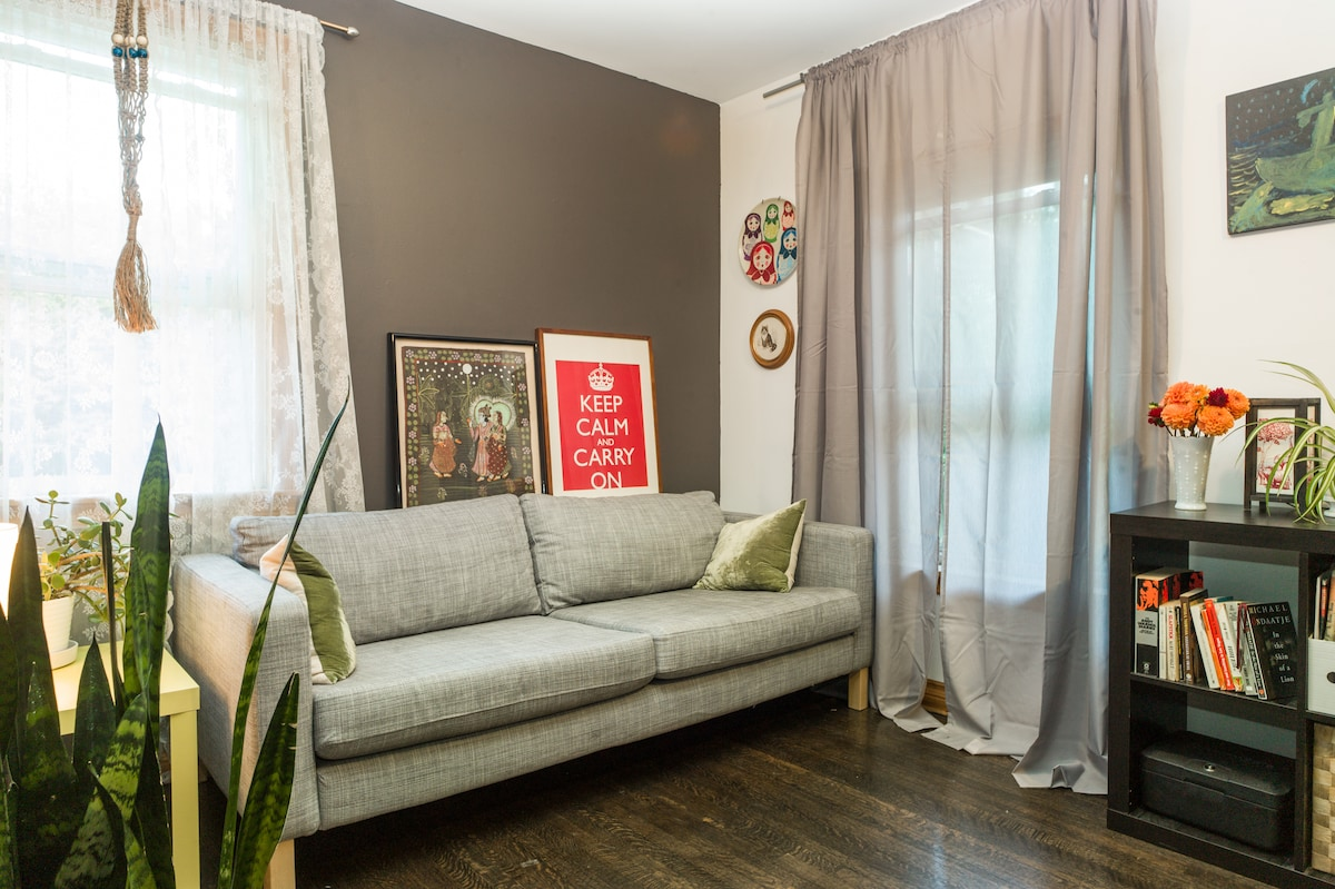 Charming Private Room Downtown