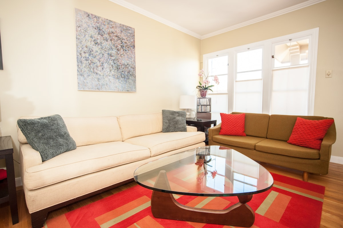 Living room: bright and comfortable