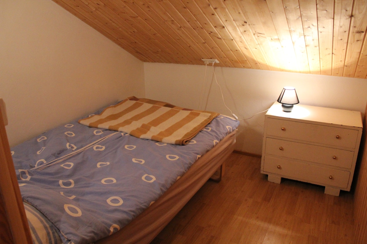 Small, basic, cosy double room