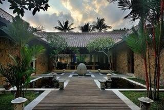 Luxury villa in green surrounding 1
