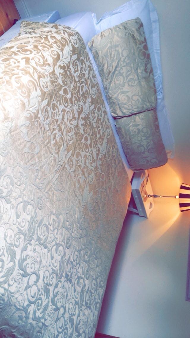 Bright, comfortable & modern room