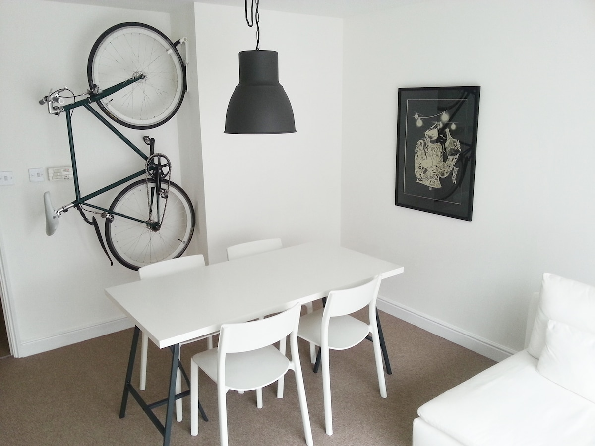 Trendy Minimal Flat in South London