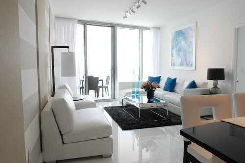 ENTIRE LUXURY CONDO - COME & ENJOY