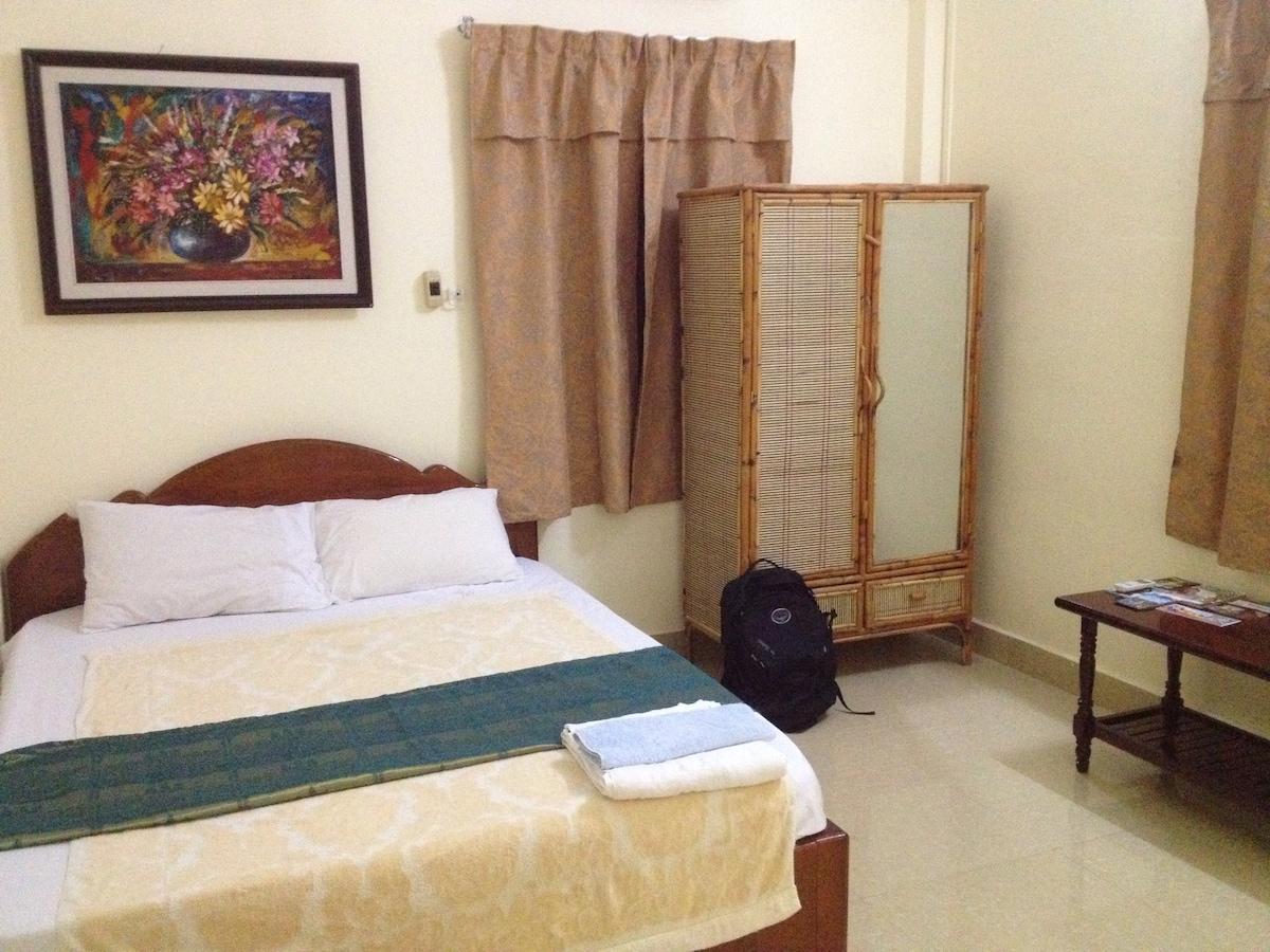 DEAL: Bedroom in central Phnom Penh