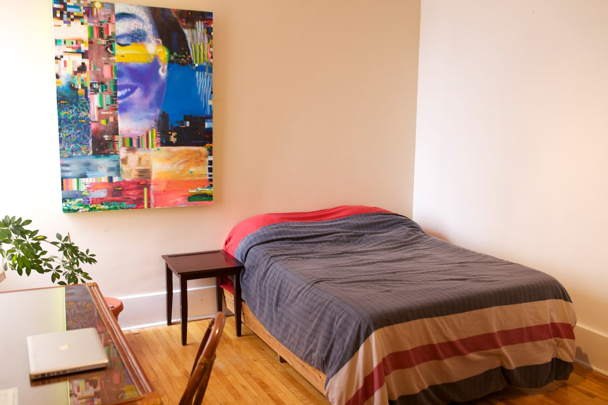 Great Sunny Room in Mile End/Outremont