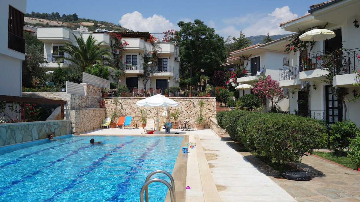 Great little summer flat with pool