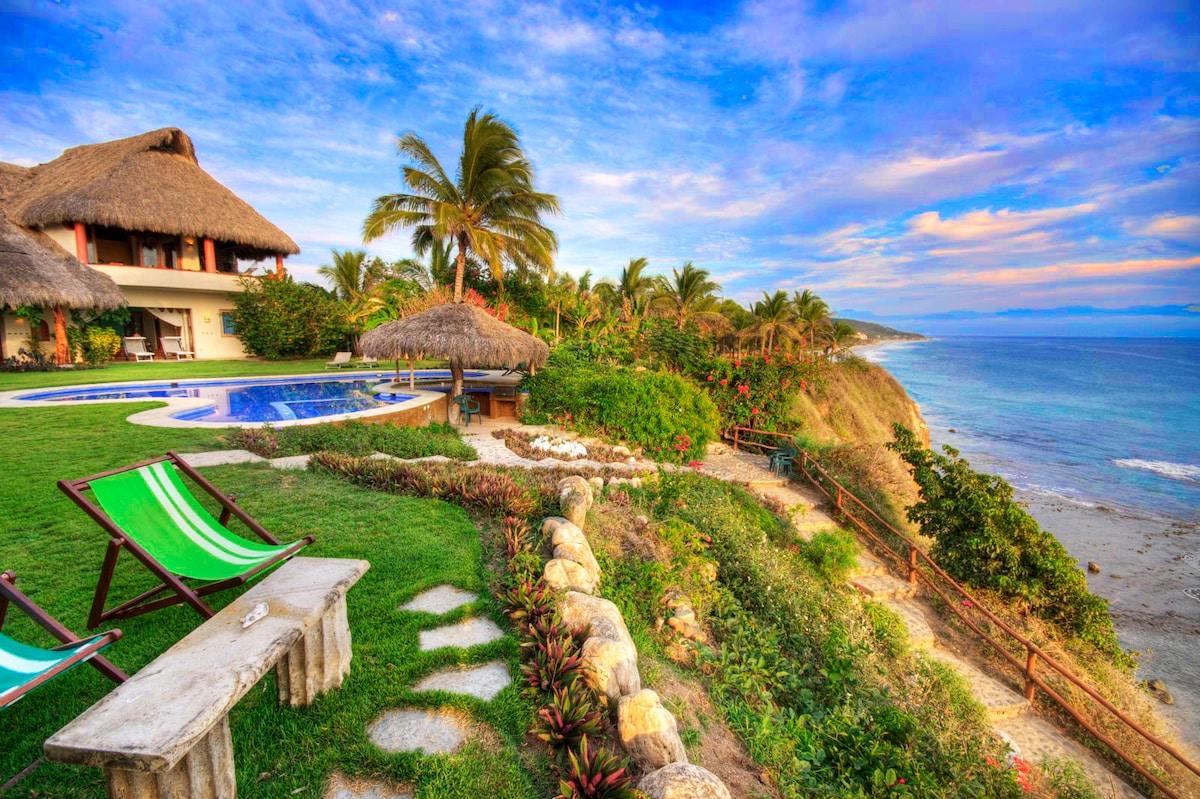 Casa Olas Beach Villa with Staff