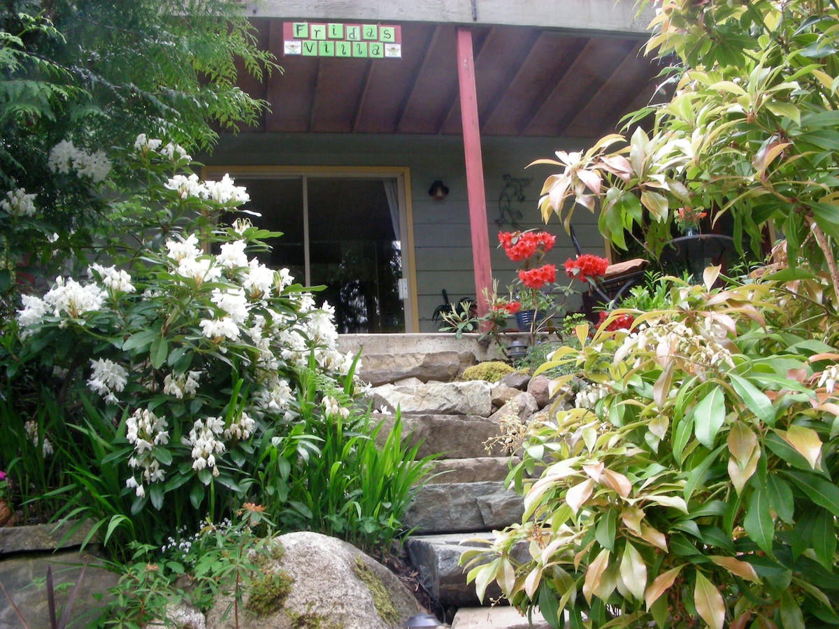 There are beautiful stone steps up to the suite or choose the level parking and pathway into the suite. We are wheelchair accessible!