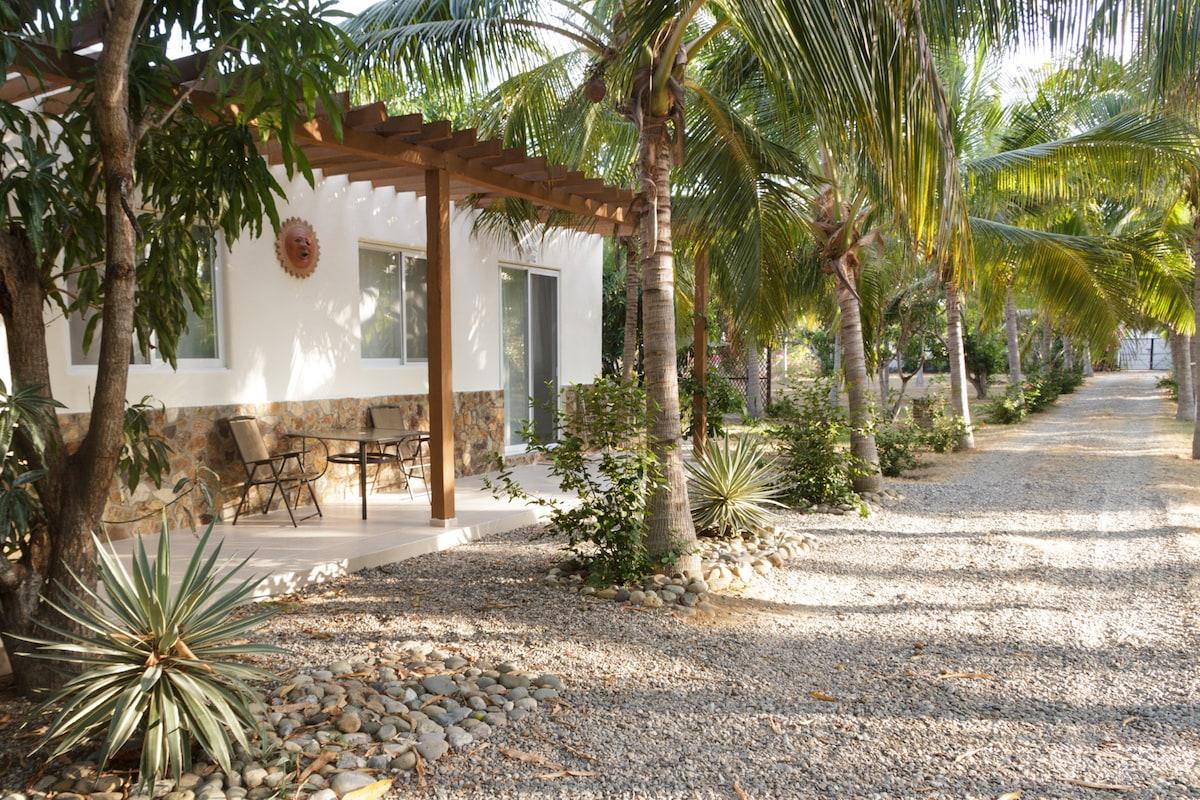 2BD bungalow w/ ocean&lagoon access