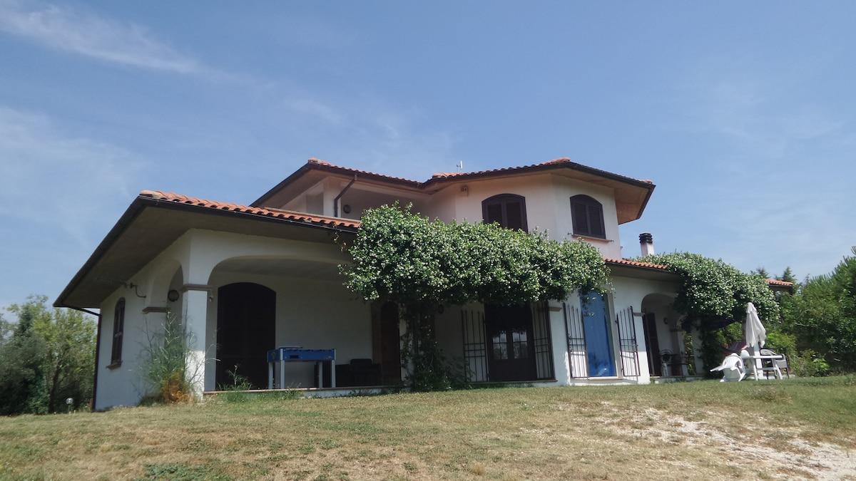 Villa con piscina a 45 min. da Roma