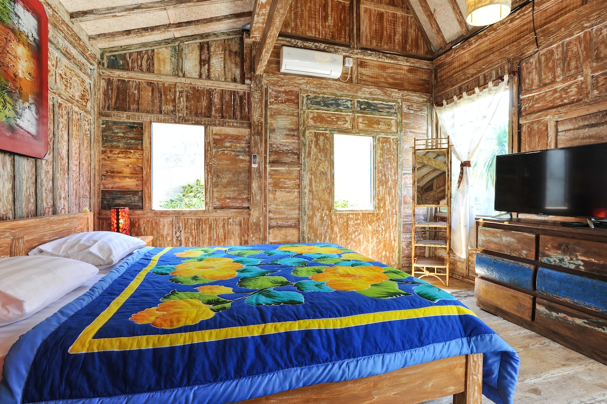 WOODEN CABIN IN SOUTH OF BALI