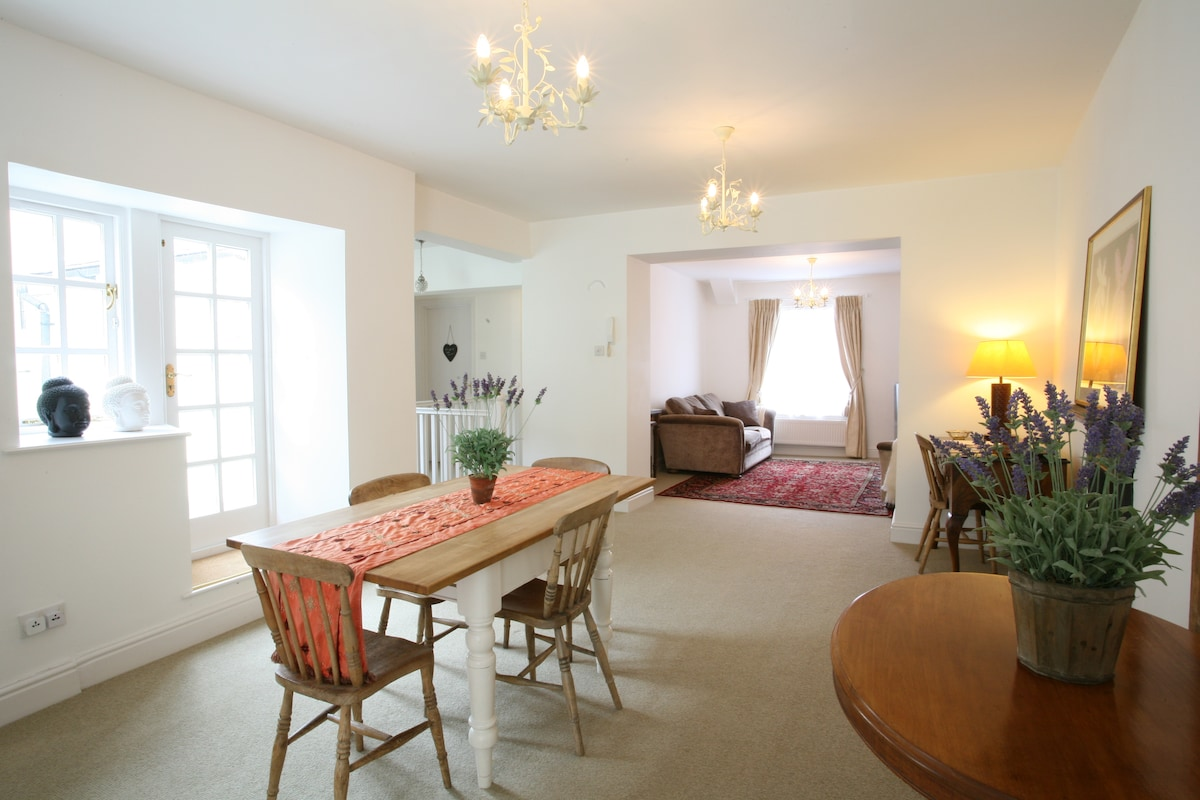 Lovely central flat w/ roof terrace