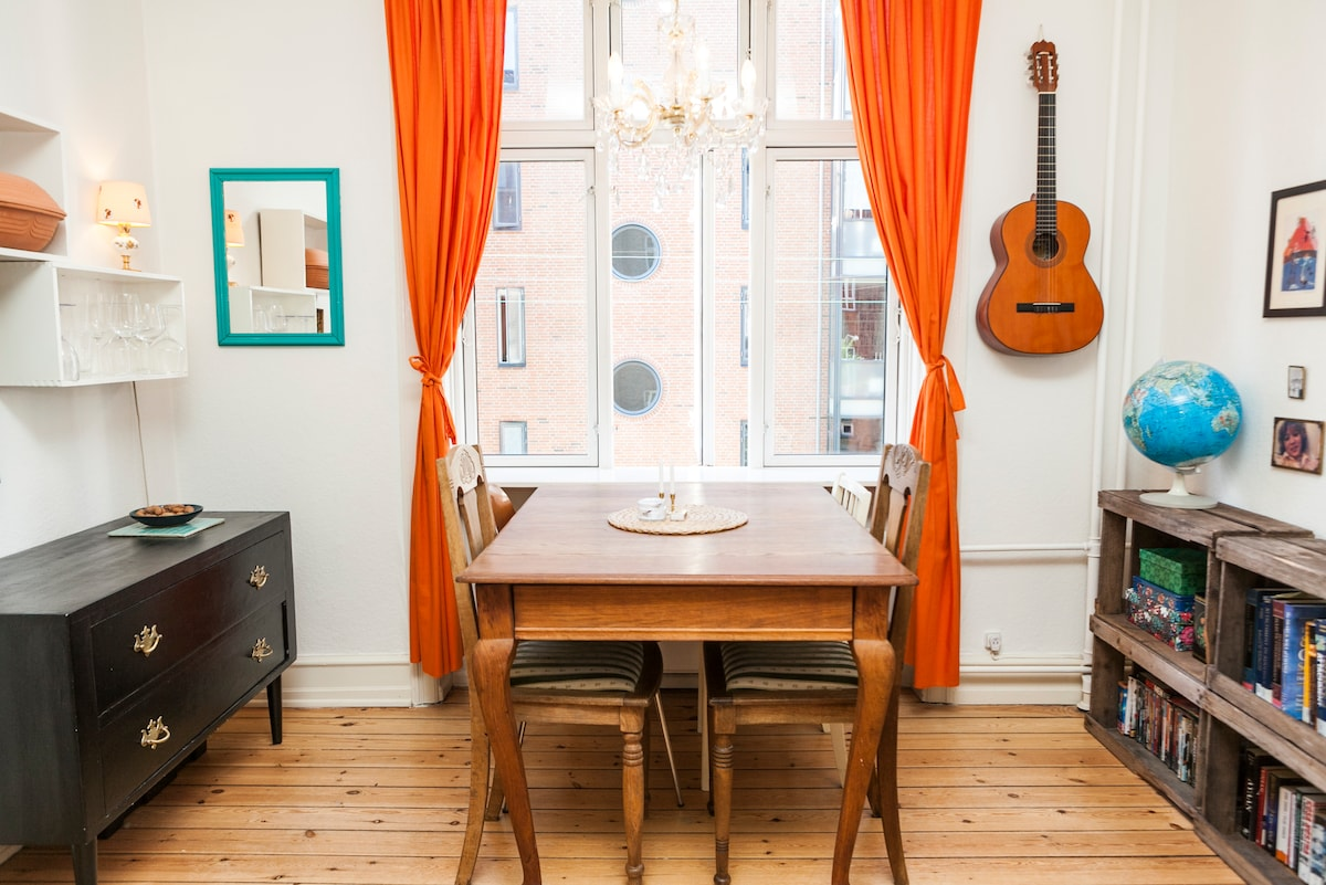 Charming flat in very hip area!