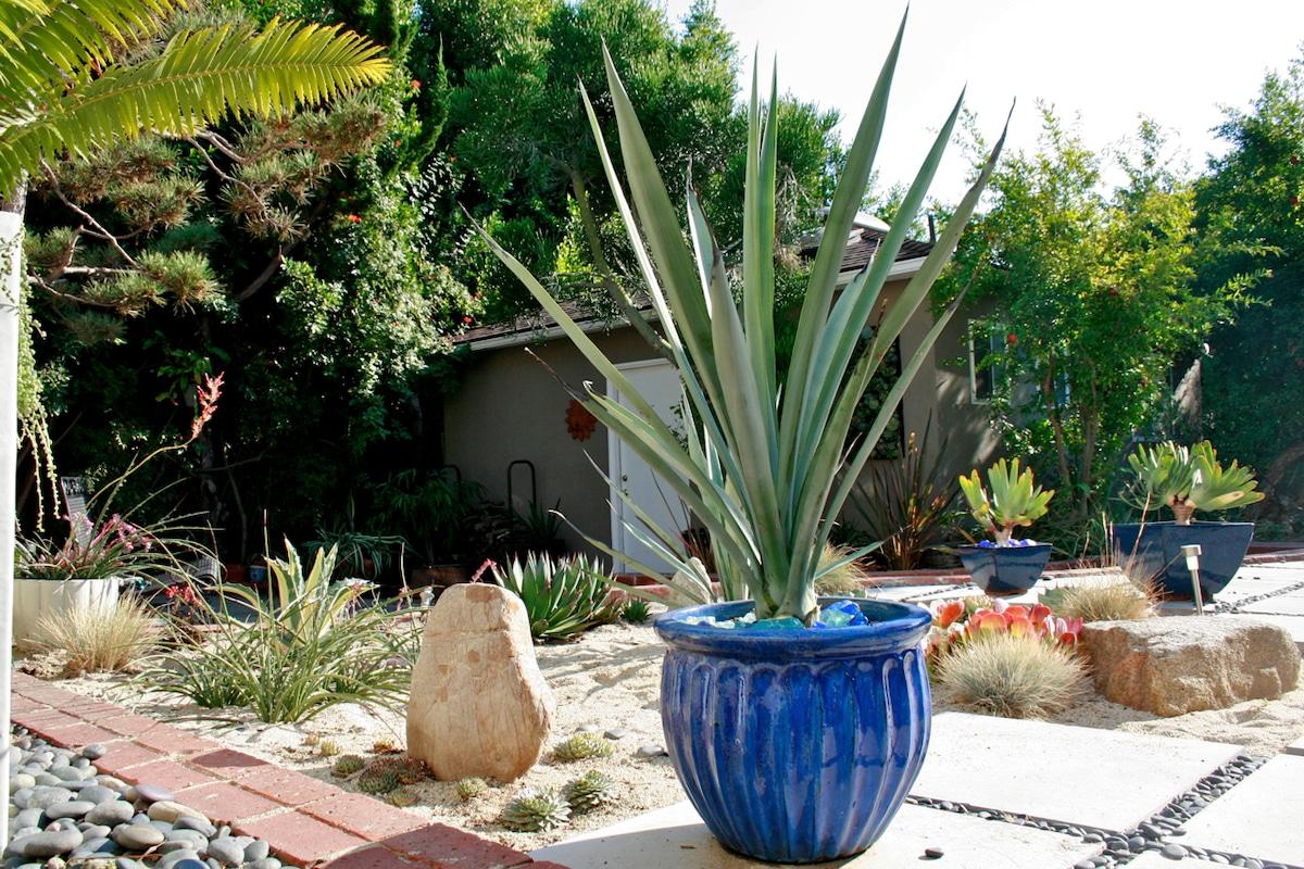 Private WLA Gsthouse in GardenOasis