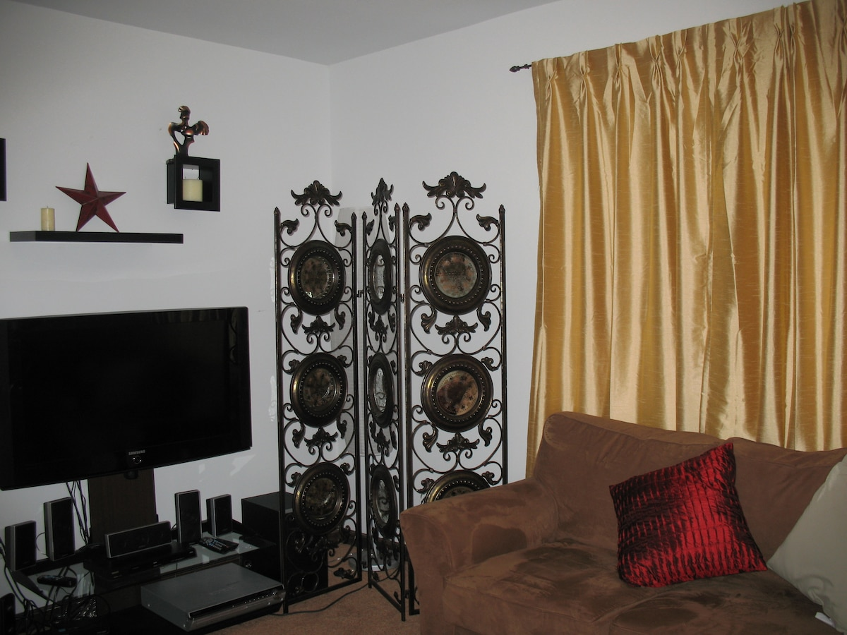 Cozy loft /entertainment area. Can sleep two additional guests when needed.  Enjoy, board and card games, Wii, DVD movies or cable ready television. A small stereo system with radio and i-pod dock also available.