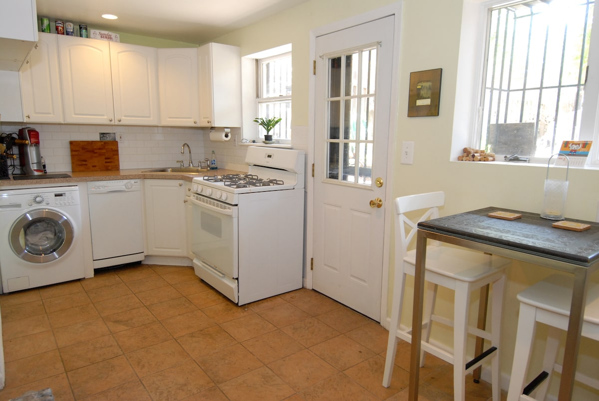 full kitchen with washer/dryer and dishwasher