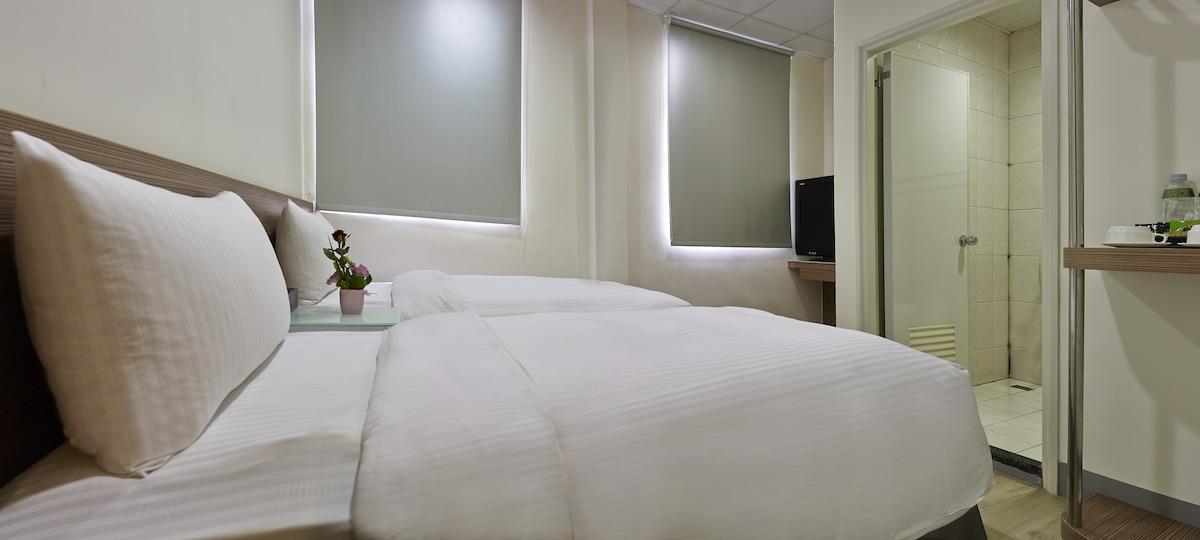 步行至士林夜市只要2分鐘-兩小床雙人房Twin bed