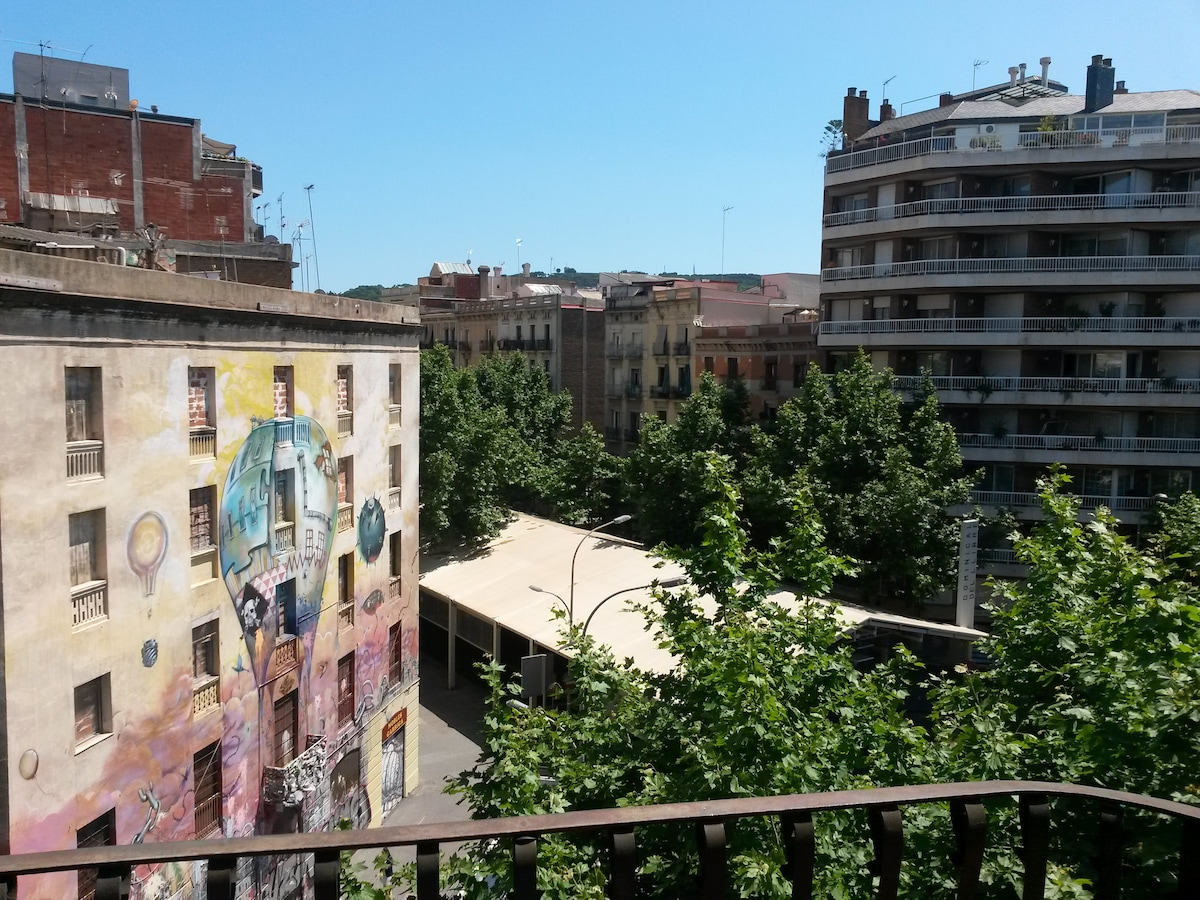 Modern double room in L'eixample