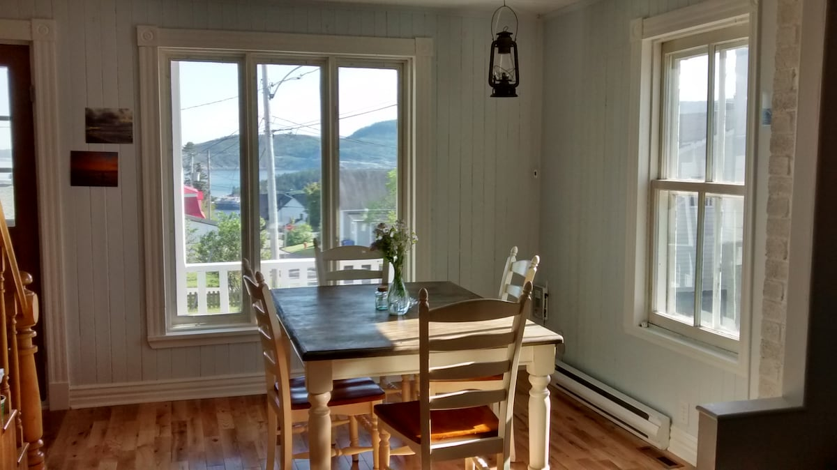 Lovely room, downtown Tadoussac