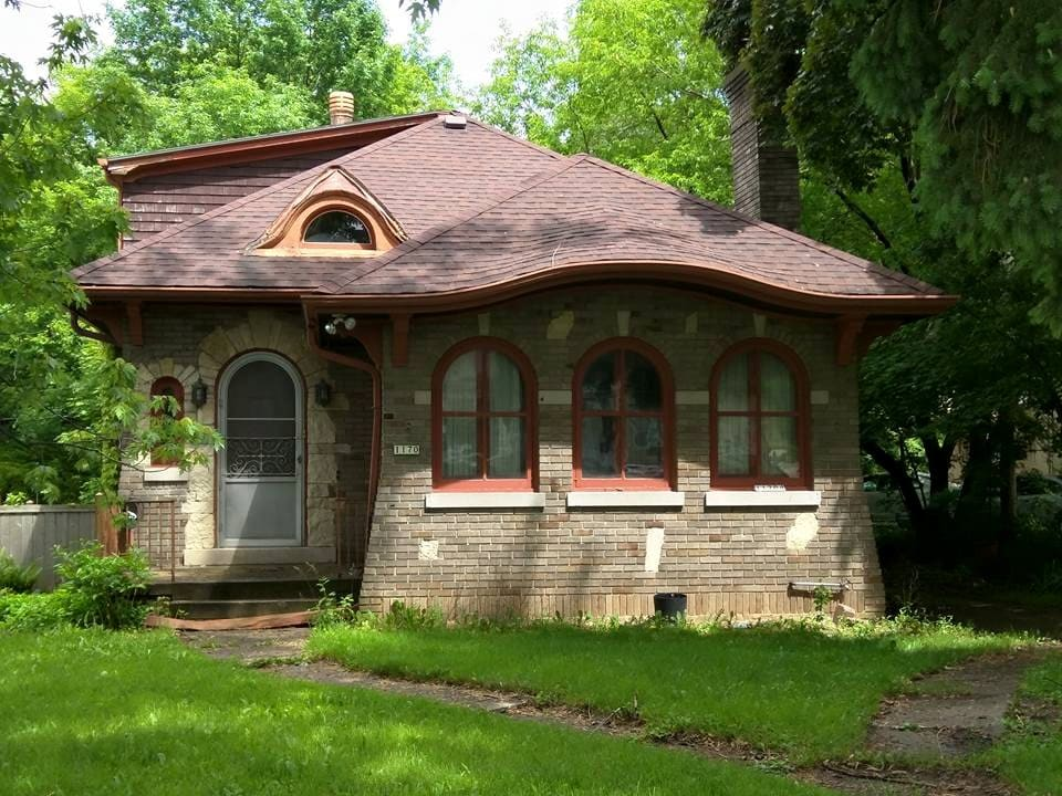 Vintage Bungalow in River West