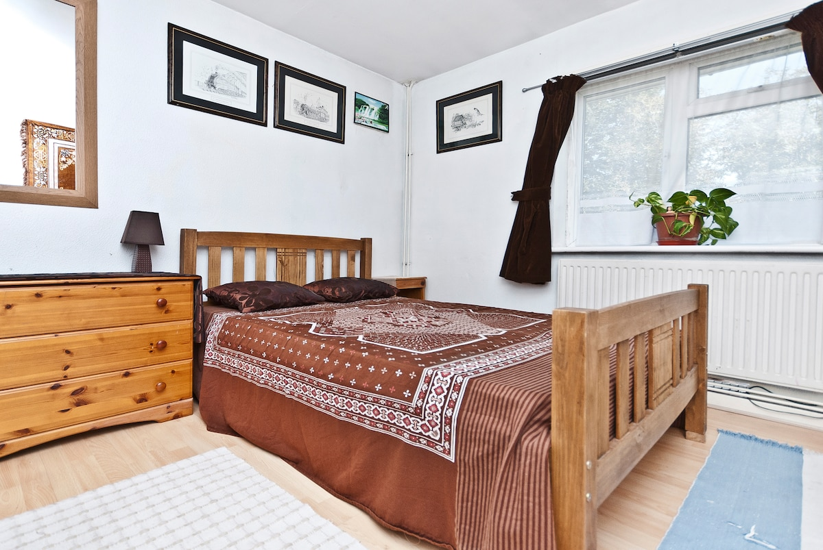 Clean Double Room-London (West)
