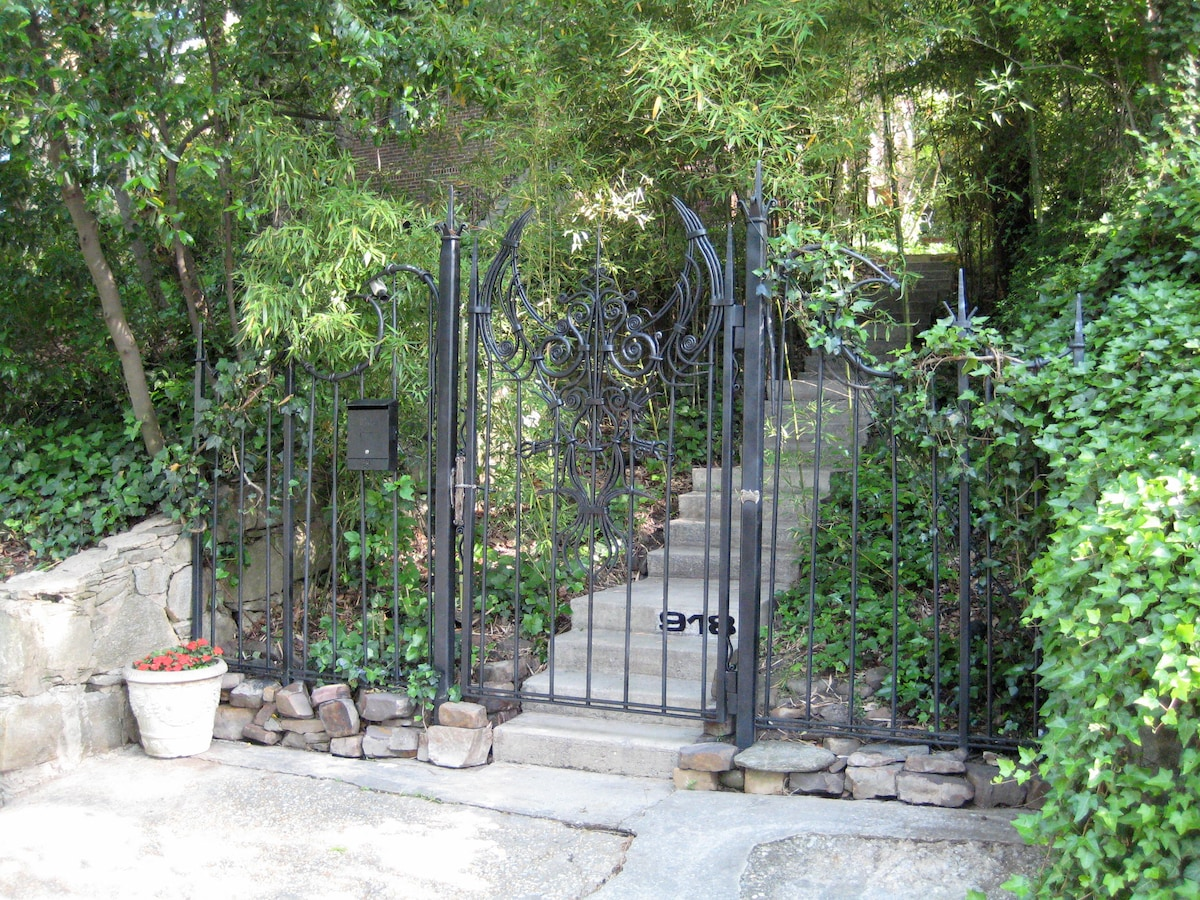 On arrival an incredible hand-forged iron gate by ironwork artist Corrina Sephora Mensoff greets you at the street.