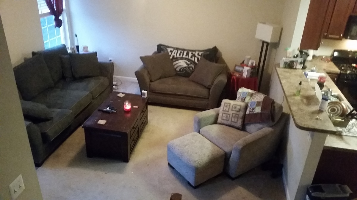 Lovely 3BR/3Ba-1 Mi from Pope Visit