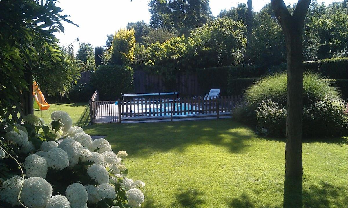 Vrijstaande villa met eigen zwembad