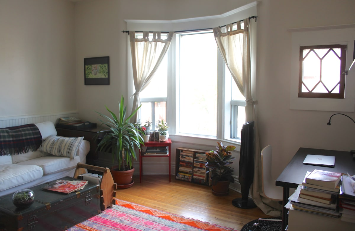 Bright and cozy 1-bdrm in Bloordale