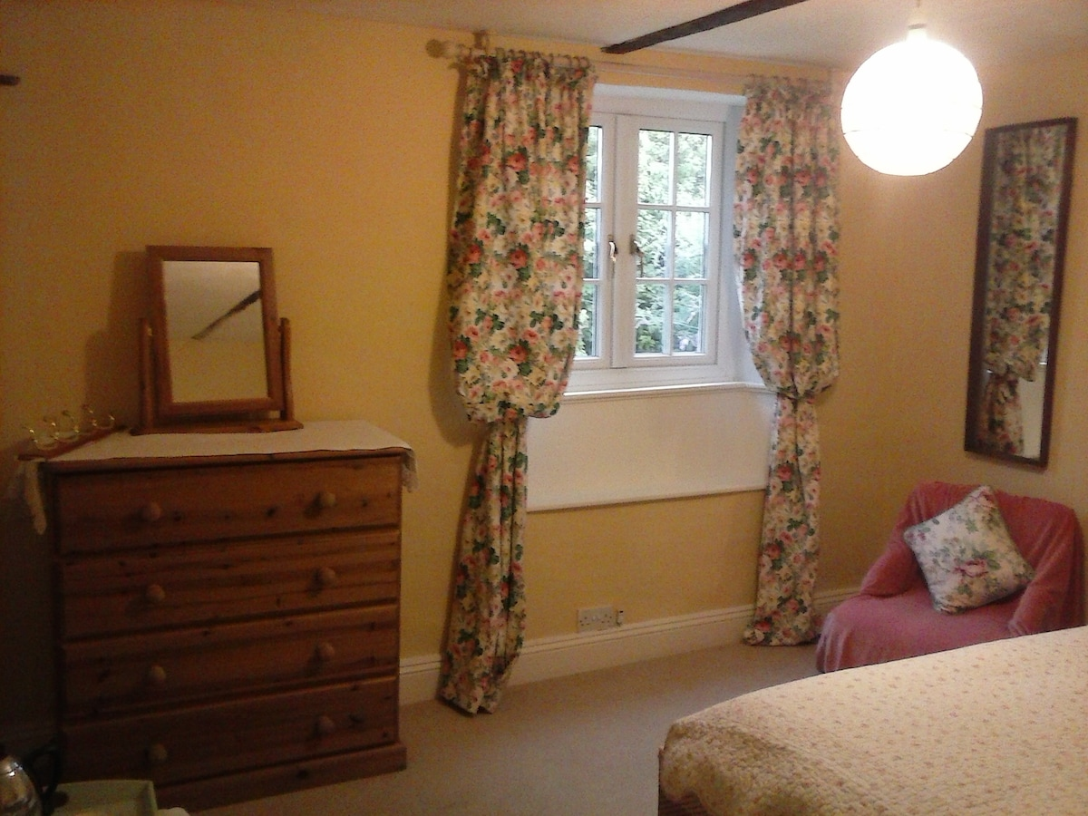 Pretty room in old cottage