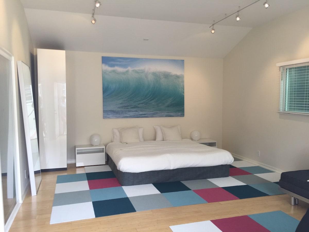 Bright & beautiful remodeled studio