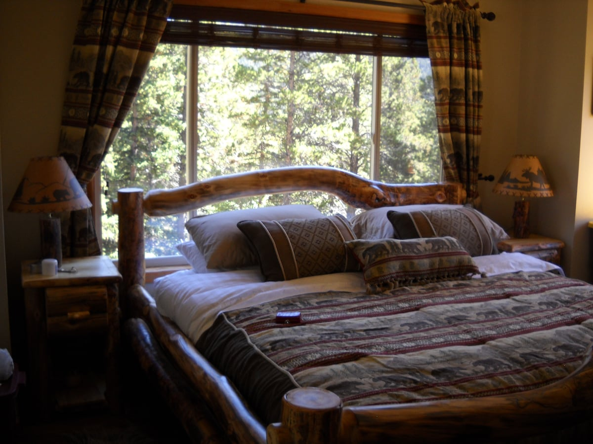 Master bedroom with panoramic veiws from 4 windows
