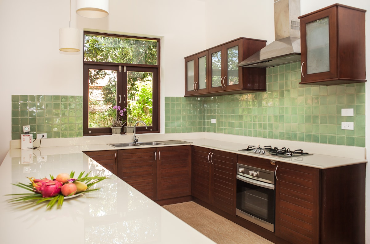 Bright modern kitchen - a great spot to cook meals with family and friends