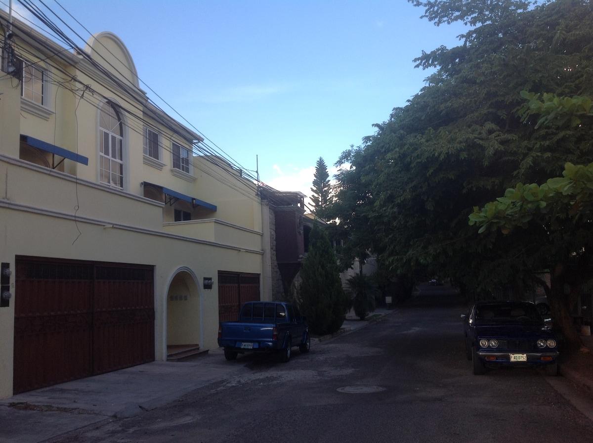 Lomas del Guijarro, Apt # 3